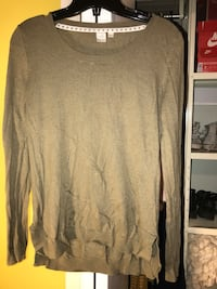 Simple long sleeved cardigan shirt olive green Châteauguay, J6K 3K4