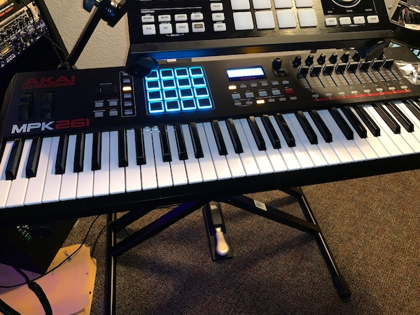 AKAI MPK261 only 4 months old!!