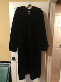 Ladies winter coat Minneapolis, 55447
