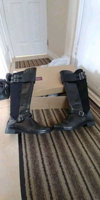 Size 8w womans clarks boots. Worn 2 times in great condition