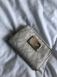 Michael Kors white leather logo wallet Toronto, M6H 1H7