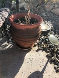 round brown clay pot Palm Springs, 92262