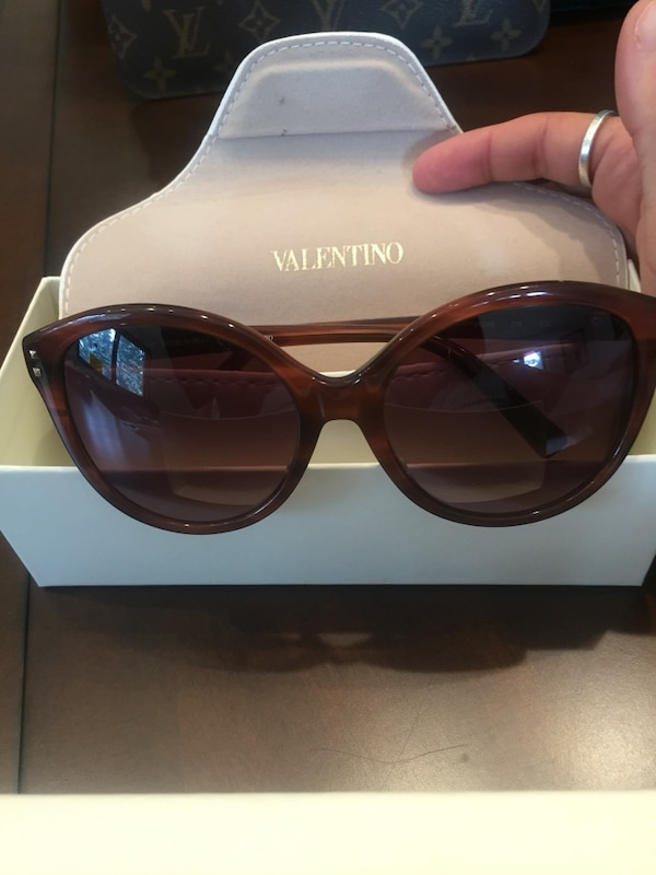Authentic Valentino Sunglasses a4f525d4-c22c-4cbe-b921-cf1748227a09