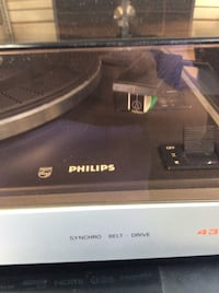 Mint condition Phillips model 437 belt drive with cover and cartridge