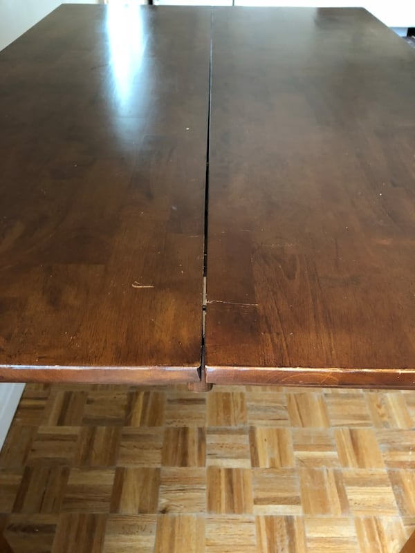 Solid wood kitchen table fdf7fd0f-e539-4a3b-a7dd-ef574470c710