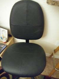 Office Black recliner chair Hyattsville, 20784