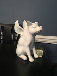 Porcelain pig statue Falls Church, 22042