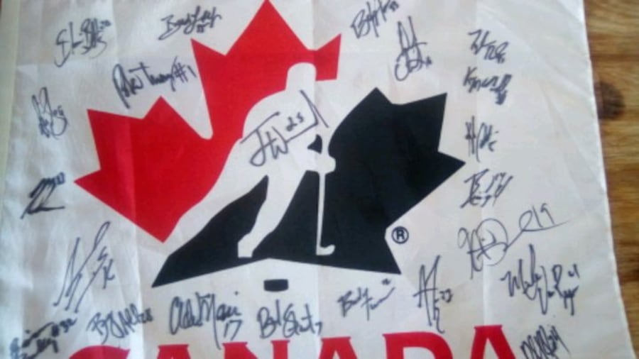 Autographs...of whole Canadian hockey team, t a049bd6f-d46c-41ca-b437-f2f5a8eec368