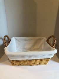 Wicker basket with white liner  Las Vegas, 89115
