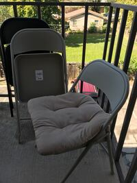 3 Foldable metal chairs with cushions