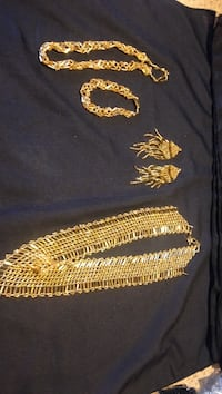 gold-colored chain necklace with bracelet Winnipeg, R3E 1A1