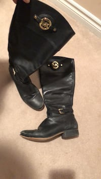 pair of black leather boots Markham, L3S 4P6