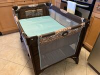 Graco Pack n Play on the Go Playard With Bassinet