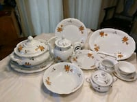 white-and-red floral ceramic dinnerware set Montréal, H1M 1A2