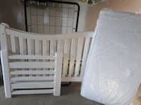 baby's white wooden crib Mercier, J6R 2L1