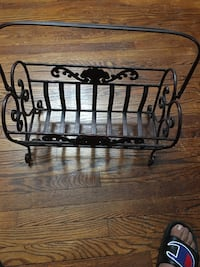 Book holder .cast iron  metal perfect condition   Belleville, 07109