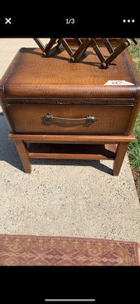 Real leather end table Huntersville, 28078