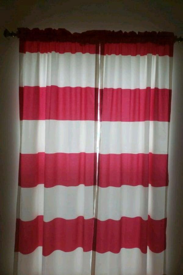 4 set of pink and white curtains 619b6e86-3af4-4eed-8590-d20f7937156a