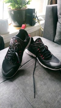 New Nike shoes men's size 11