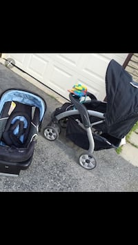 Baby's black and gray travel system Pointe-Claire, H9R