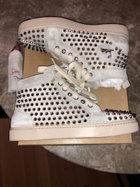 AUTHENTIC LIKE NEW CHRISTIAN LOUBOUTIN WOMANS LOUIS FLAT VELOUR SNEAKERS SIZE 37.5  New York, 11385
