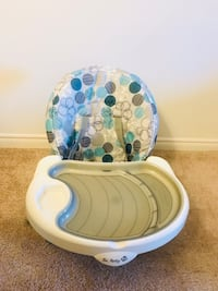 White and blue floral baby seat London, N6H 0B2