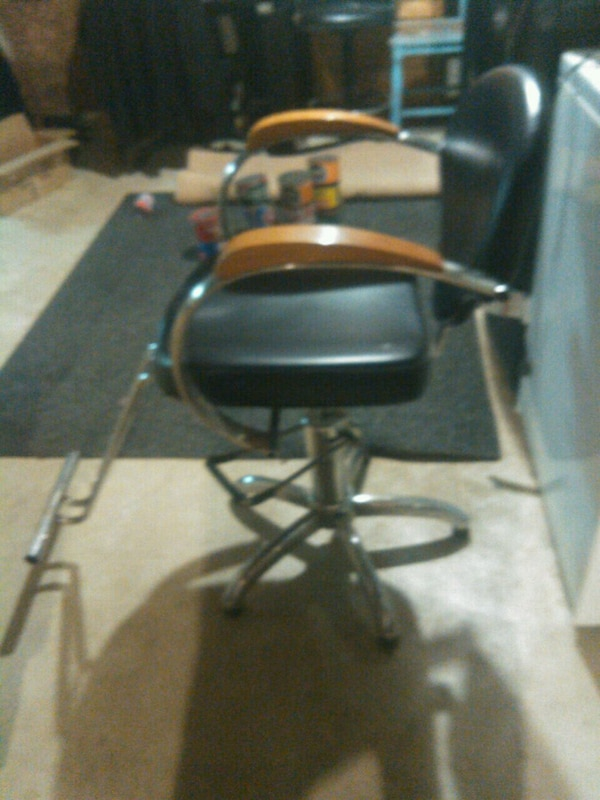 Chrome and wood salon chair 71e38b40-f63a-4168-8f19-ee8691844dee