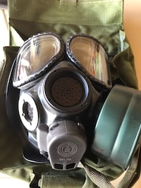 US Military M-40 Gas Mask with Canvas Bag, Accessories, and Instrutions Edgewood