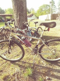 black and white hardtail mountain bike Bethune, 29009
