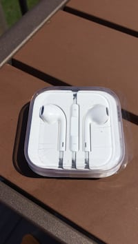 Apple Earbuds new never opened 3115 km
