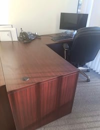 Like new office desk Quantico, 22134