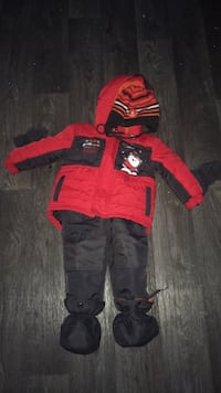 red and black hoodie and pants Saint-Honoré, G0V