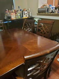Mahogany Dining Room wood Table with extended leaf and 6 chairs  Baltimore, 21215