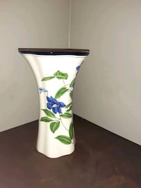 Tiffany and co vase 2002