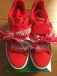 New size 7.5 puma leather sneakers