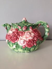 Teapot with roses on it very nice Nicholasville, 40356
