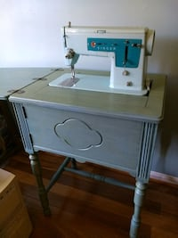 Vintage Singer sewing machine circa 1960 Woodbridge, 22192