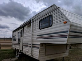 26/ft 5th wheel RV trailer