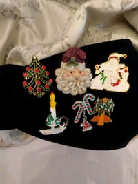 Brooches 725 km