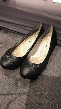 Woman's size 9 1/2 pair of black leather flats American Eagle St Catharines, L2R