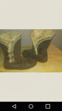 pair of brown suede boots Henderson, 89015