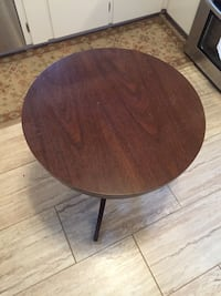 Claw foot end table  Methuen, 01844