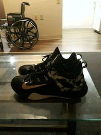 Black Nike shoes size 13 Youngstown, 44503