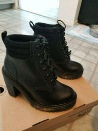pair of black leather boots Beverly Hills, 90210