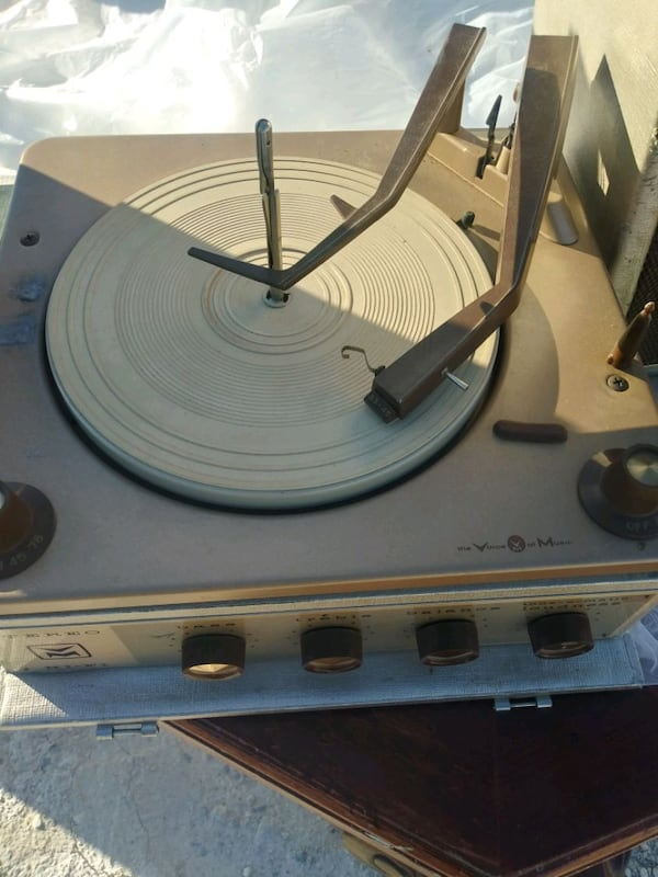 Antique portable Phonograph 0