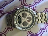 round silver-colored chronograph watch with link bracelet 1625 mi
