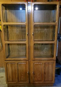 Solid Oak Dining Room Hutch / Breakfront/ China Cabinet   Virginia Beach, 23464