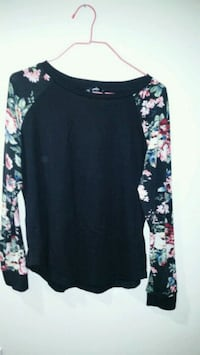 Women's floral long sleeve  Calgary, T2C 3C8