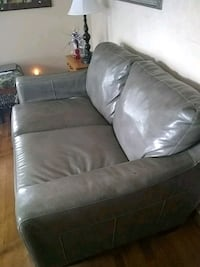 Leather couch have $175 for it  Auburn, 46706