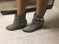 Beau ashe pair of gray leather silver-studded ankle boots size 7.5 women's Thousand Oaks, 91360